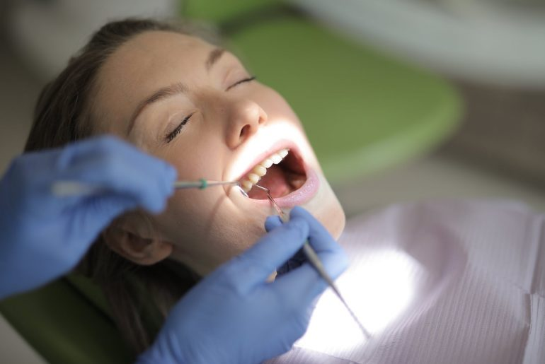 Ønsker du at prøve kræfter med hjemme tandblegning? Her er de syv bedste produkter fra test