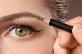 øjenbrynsfarve